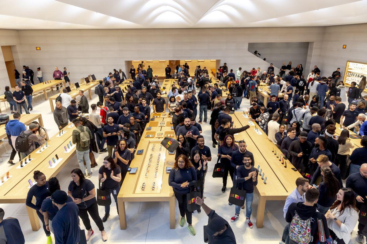 Apple's New iPhones Show Signs of Demand; New Store Draws Crowds