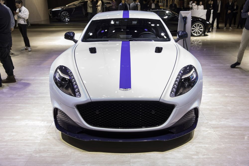 Aston Martin To Build Electric Cars In U K From 2025 Bloomberg