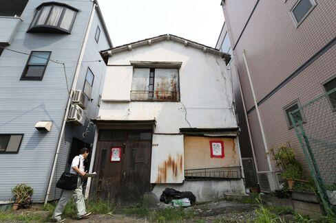 Abandoned house in Kita ward
