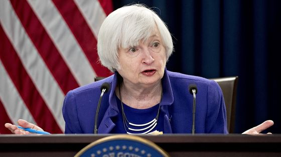 Yellen Clarifies Inflation Remark, Sees No Need for Fed to Hike