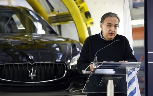Fiat Chrysler CEO Sergio Marchionne speaks in front of a Maserati.