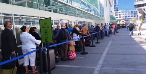 In May, cruise ship passengers waited 90 minutes for a taxi, forming a line 600 feet long.