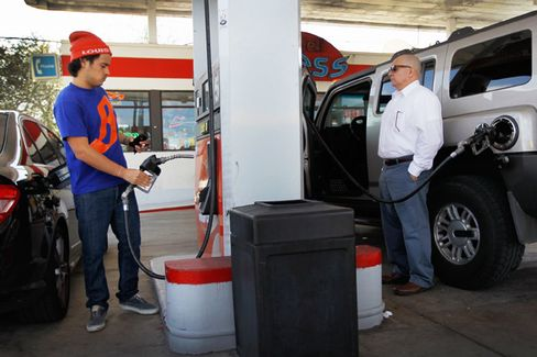 Poll: Obama Dodges Blame for Gas Prices