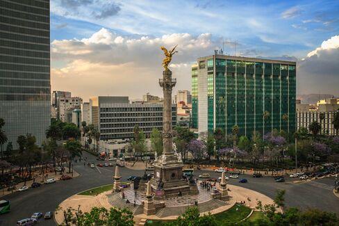El Angel de la Independencia, a landmark in Mexico City.