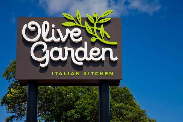 Olive Garden's Redesign Bids Farewell to Fake Old-World Charm - Bloomberg