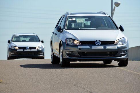Longshoremen unload Volkswagen AG vehicles at the Port of Jacksonville in Jacksonville, Florida, U.S., on Thursday, June 18, 2015.