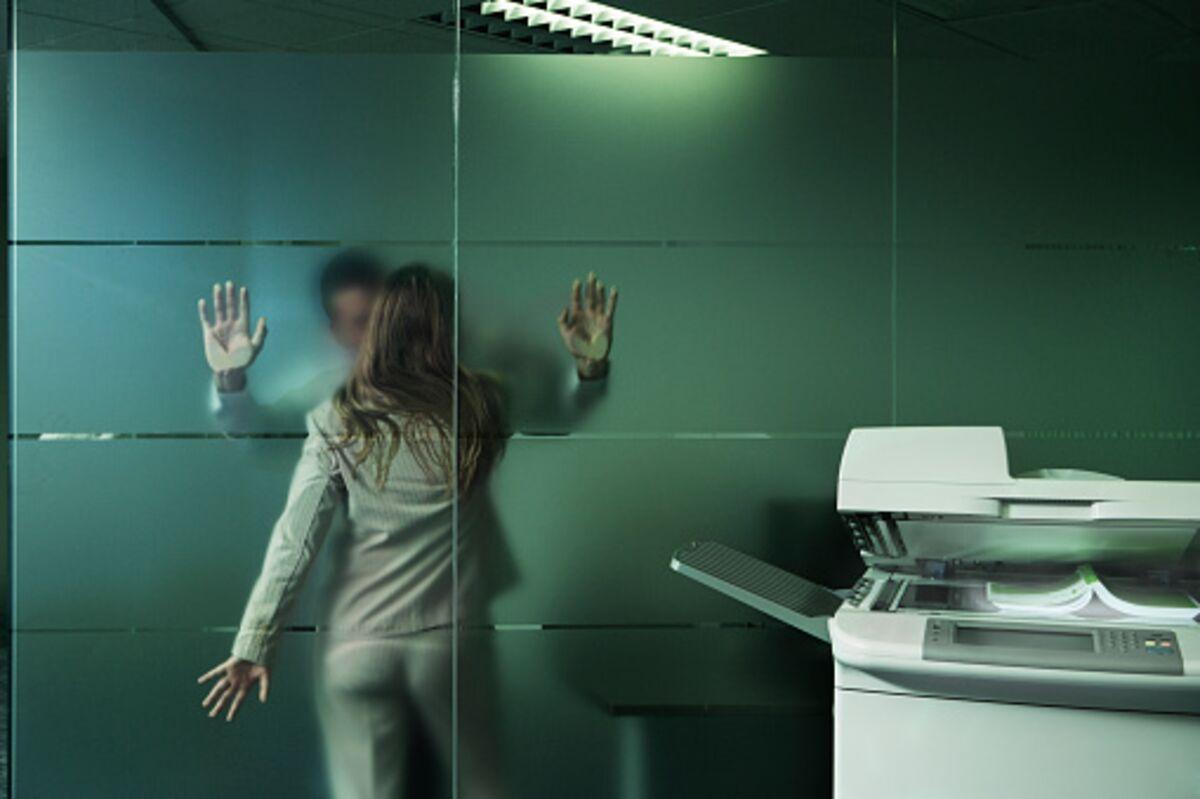 Трахнули зрелую в лифте, Трахнул зрелую в лифте Поебушки. Ком 13 фотография