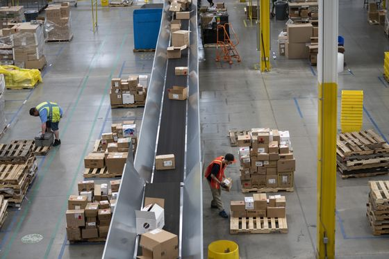 Amazon's $3,000 Signing Bonuses Irk Workers Who Got$10 Coupons