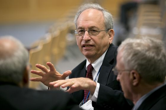 Former Fed Vice Chair Donald Kohn Worries Inflation Risks Are Rising