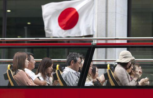 Japan's Debt Surpasses 1 Quadrillion Yen as Abe Weighs Tax Rise