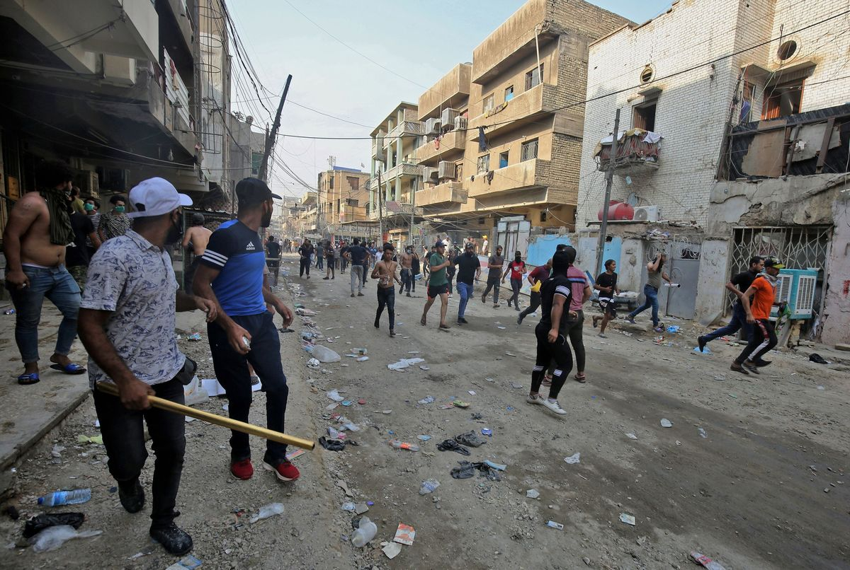 Iraq Protests Leave 16 Dead and Hundreds Wounded, Official Says
