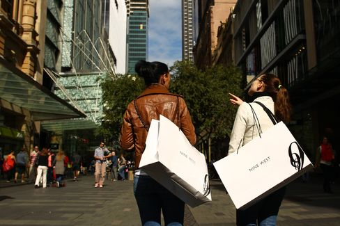 Australia Retail Sales Unexpectedly Drop, Boosting Rate Cut Bets