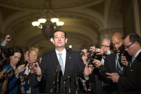 Cruz's Popularity Soars With Tea Party While Souring in Congress