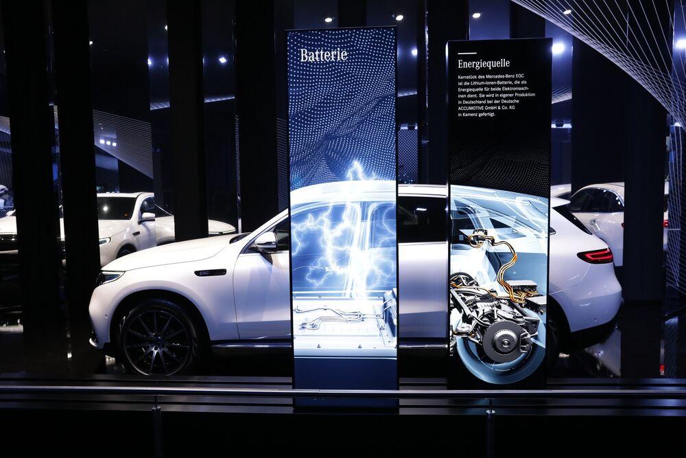 Car In German >> Daimler Joins Audi S Job Purge In German Electric Car