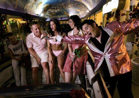 Las Vegas Woos Wedding-Vow Renewals