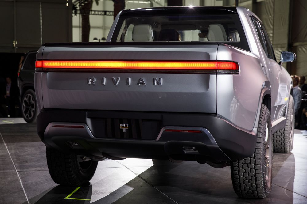 gm amazon deal may give electric truck maker rivian a spark bloomberg rh bloomberg com
