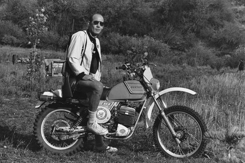 Here is Hunter S. Thompson in 1976. He knew his bike—and so should you.