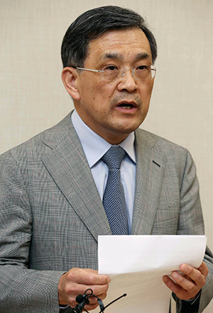 Samsung Vice Chairman Kwon Oh-hyun speaks during a briefing in Seoul on May 14
