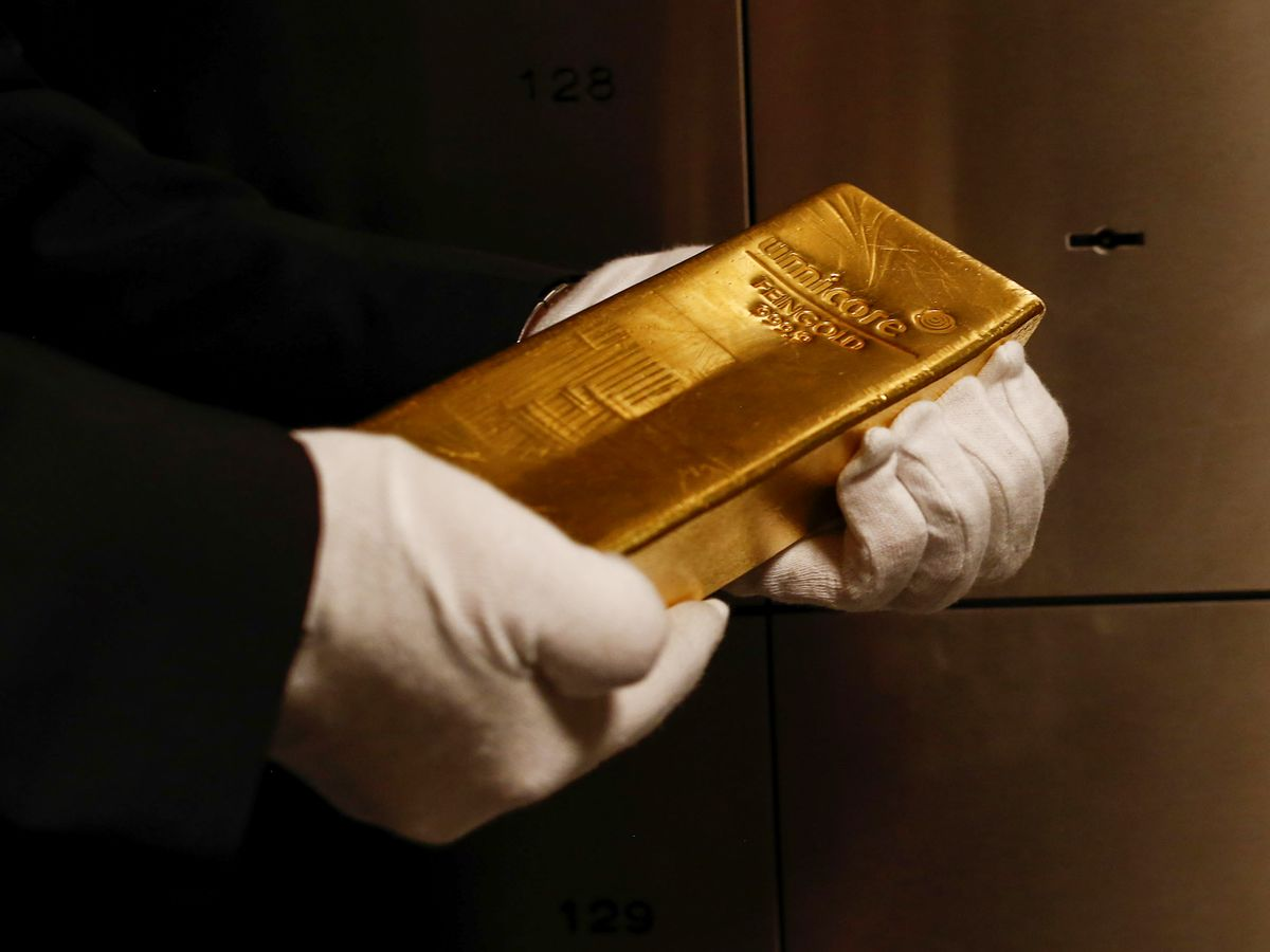 Buy Gold 'At Any Level,' Mobius Says as Central Bankers Ease