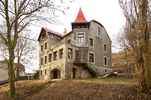 €450,000: The late 19th century ancestral castle of Ernest Solvay has 50 rooms, pool, cinema, sauna, and billiard room.