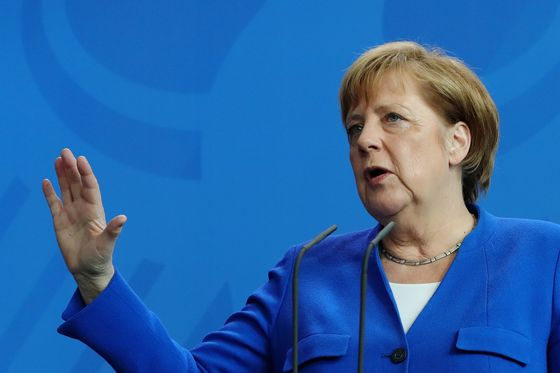Germany's Merkel Hits Out at 'Protectionist Tendencies' in Trade