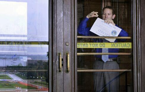 Minnesota Goes Back to Work as Politicians Gauge Shutdown