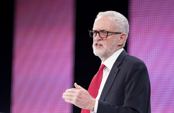 May Kicks Brexit Can Down the Road, Raises Risks of No Deal