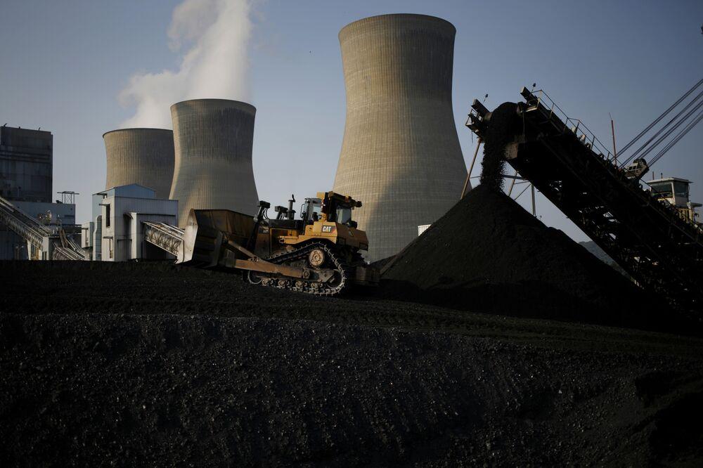 Almost Half Coal Power Plants Seen Unprofitable to Operate