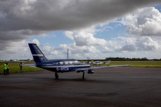 Gates and Bezos Funds Back Hydrogen-Powered Plane Startup