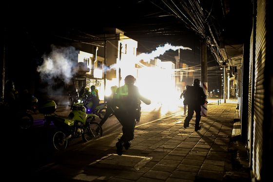 Colombian Anti-Police Riots Spread in Second Night of Chaos