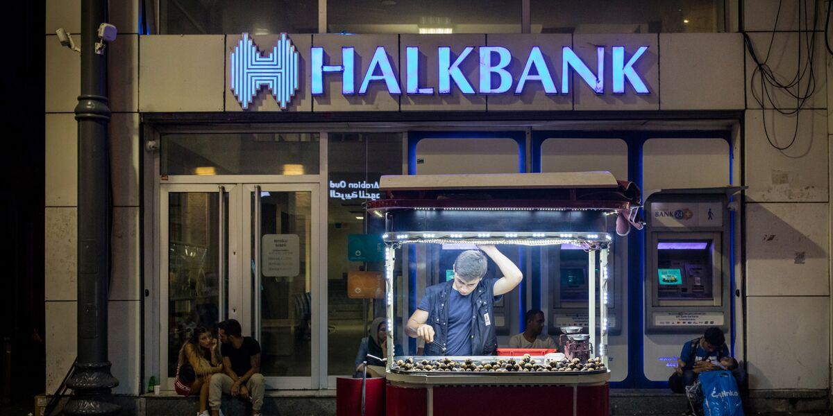 Turkey Bans Short-Selling in Top Banks as U.S. Indicts Halkbank