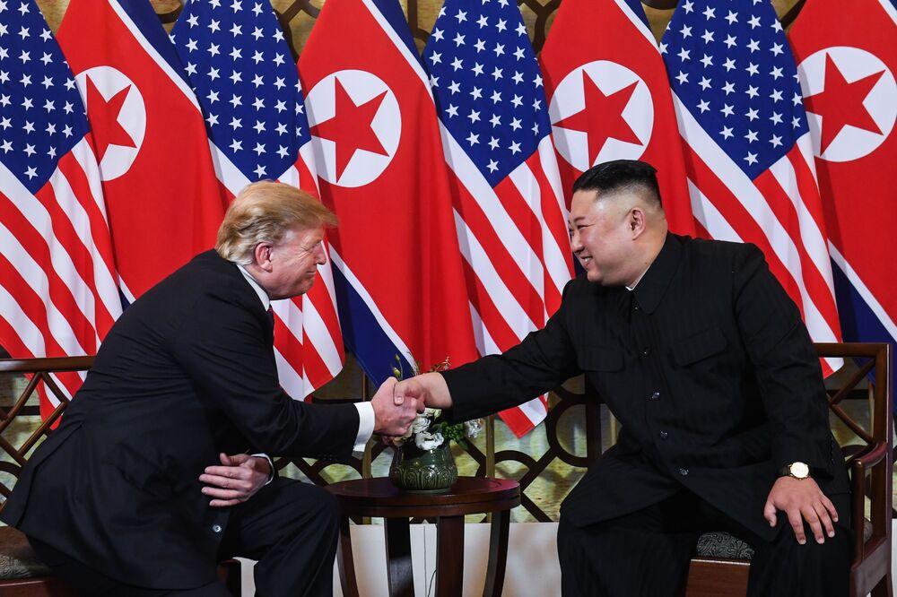 Donald Trump z Kim Jong Un w Hanoi 27 lutego.