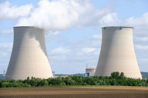 EDF Falls to Seven-Week Low on Opposition Reactor Halt Plan