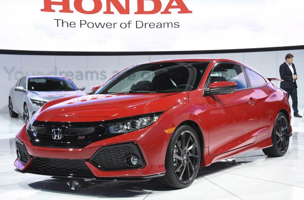 A prototype of Honda Motor Co.'s Civic Si sports car is unveiled on Nov. 16, 2016, at the Los Angeles Auto Show, which will run through Nov. 27. (Photo by Kyodo News via Getty Images)