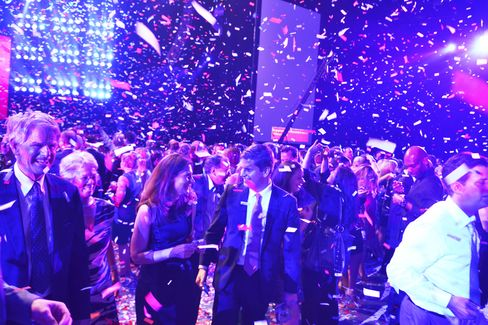 Party attendees at the conclusion of a two-hour concert by Paul McCartney at the Robin Hood Foundation's annual benefit on May 12, 2015. Photographer: Amanda Gordon/Bloomberg