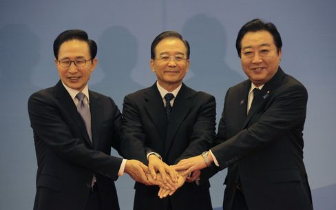 China Japan South Korea Agree to Start Free-Trade Negotiations