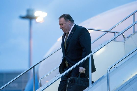 Fate of Jailed American Hangs Over Pompeo's Visit to Vietnam