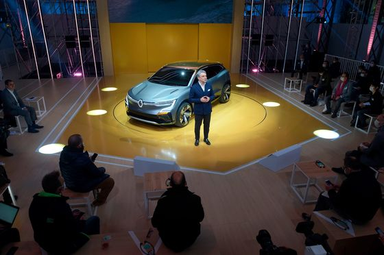 Renault CEO to Reveal Plan to Dig French Carmaker Out of a Rut