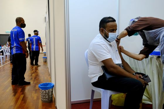 Funds Flee Southeast Asia Stocks as Vaccine Push Gets Urgent