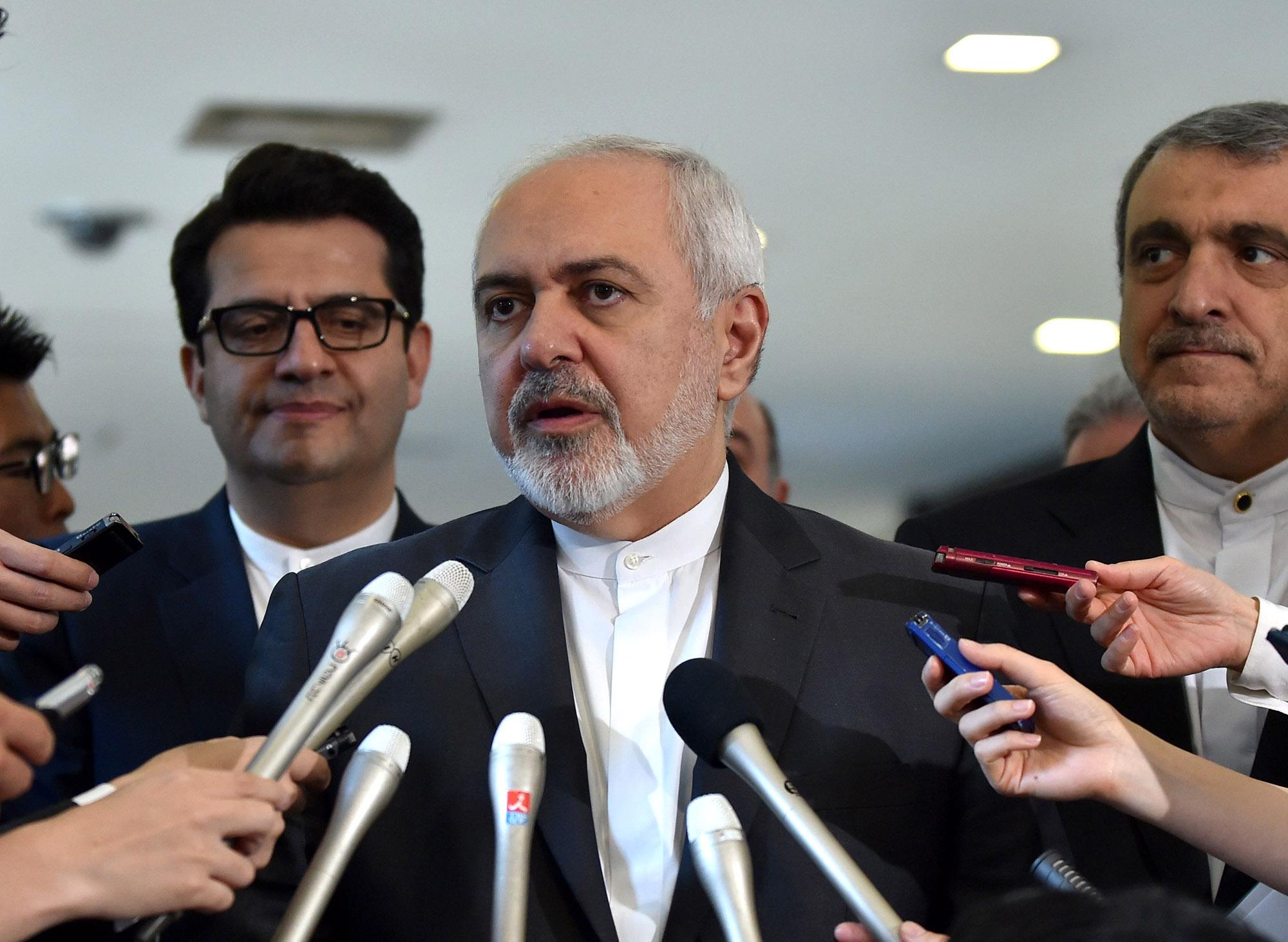 米国は核合意離脱で「墓穴掘った」-イラン外相がインタビューで語る - Bloomberg