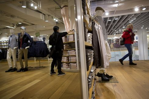 U.S. Shoppers at Uniqlo