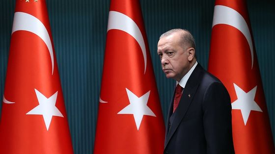 Lira Becomes Currency to Short as Erdogan Fuels Rate-Cut Fears