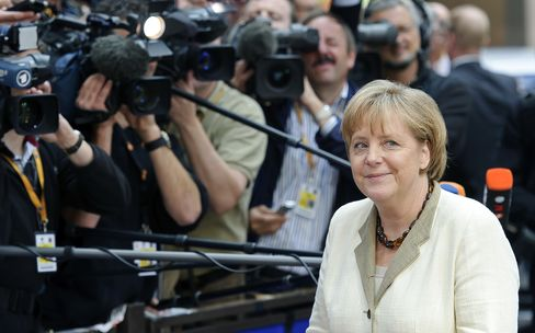 Merkel's Cabinet Approves Larger Euro-Rescue Fund as Dissent