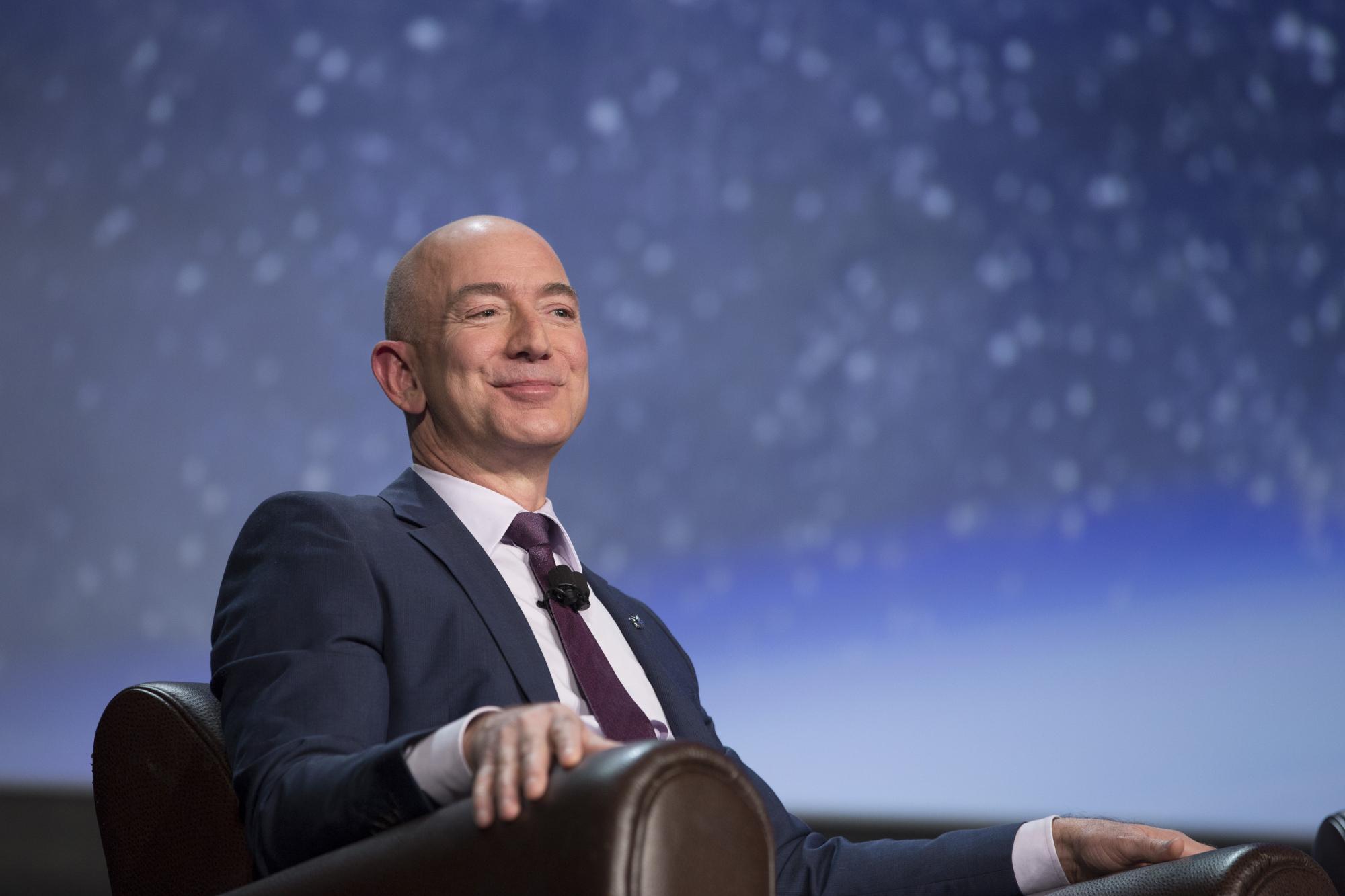 Dono da amazon se torna o homem mais rico da história moderna