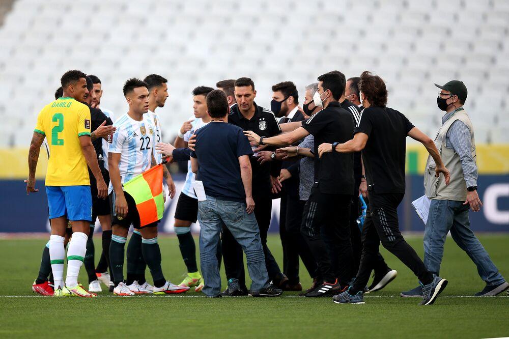 Brazil-Argentina Qualifier Suspended in Coronavirus Dispute - Bloomberg