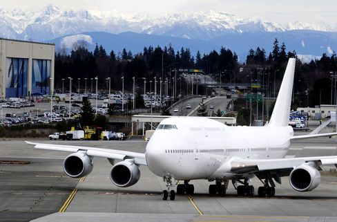 Boeing Delivers First 747-8 Intercontinental