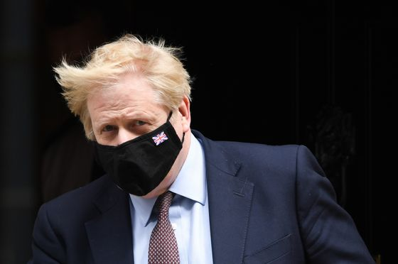 Johnson's Team Hits Back at Cummings Over U.K. Pandemic Claims