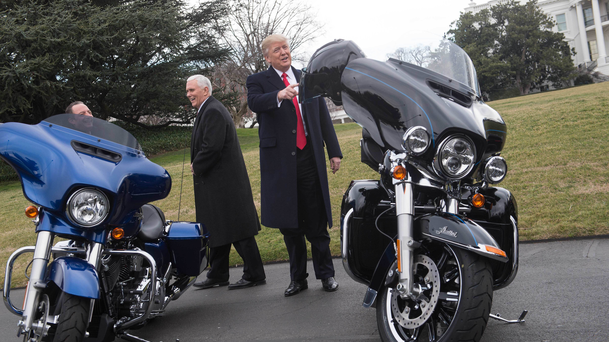 Trump thanks harley davidson for building in america bloomberg kristyandbryce Gallery