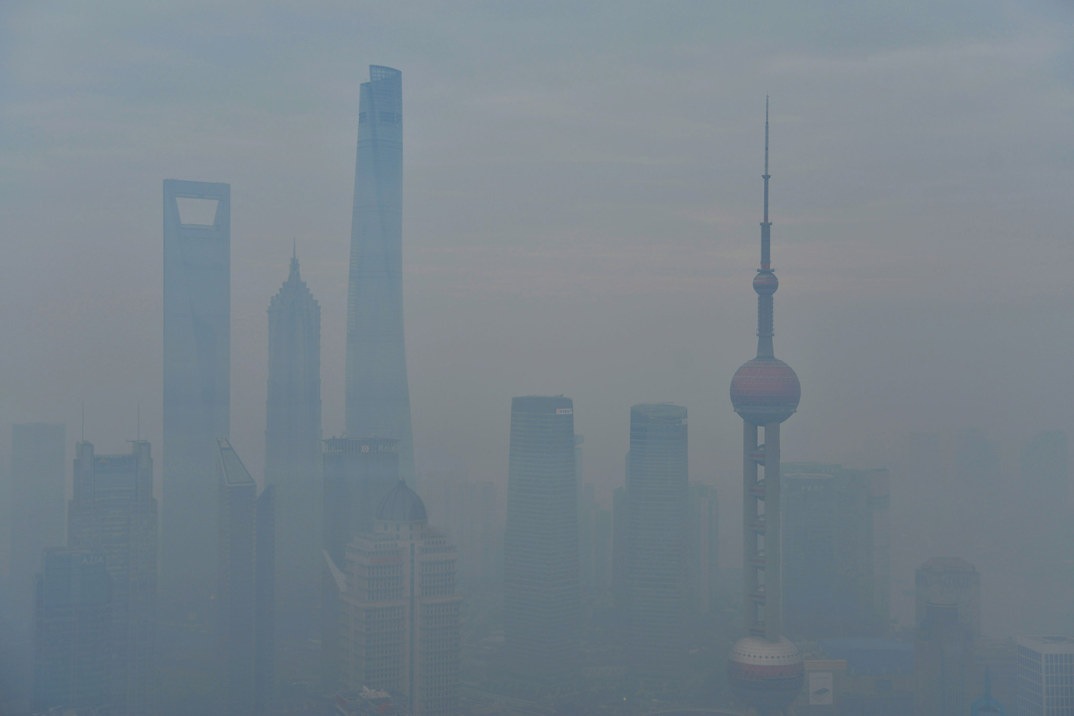 Shanghai Warns People to Stay Indoors on 'Severe' Air Pollution - Bloomberg
