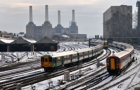 U.K. Faces 6 Inches of Snow, Travel Disruption, Forecasters Say